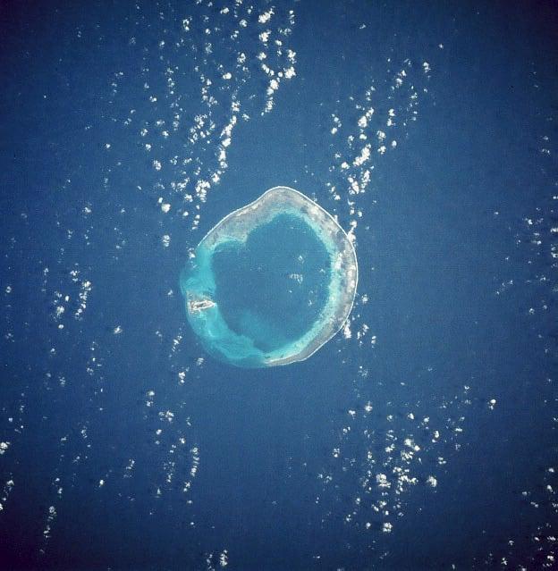 東沙島衛星圖像。(維基百科公有領域)