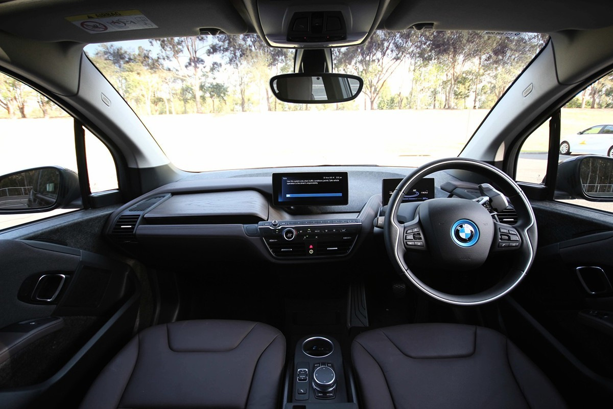 澳洲技術人員研發出新的鋰硫電池,可使電動車行使上千公里。圖為寶馬純電動車——BMW i3s。(Leonard/大紀元)