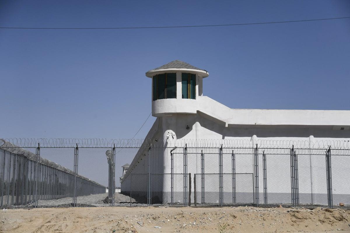 2019年5月31日拍攝的新疆和田市郊一個中共「再教育營」。(GREG BAKER/AFP)