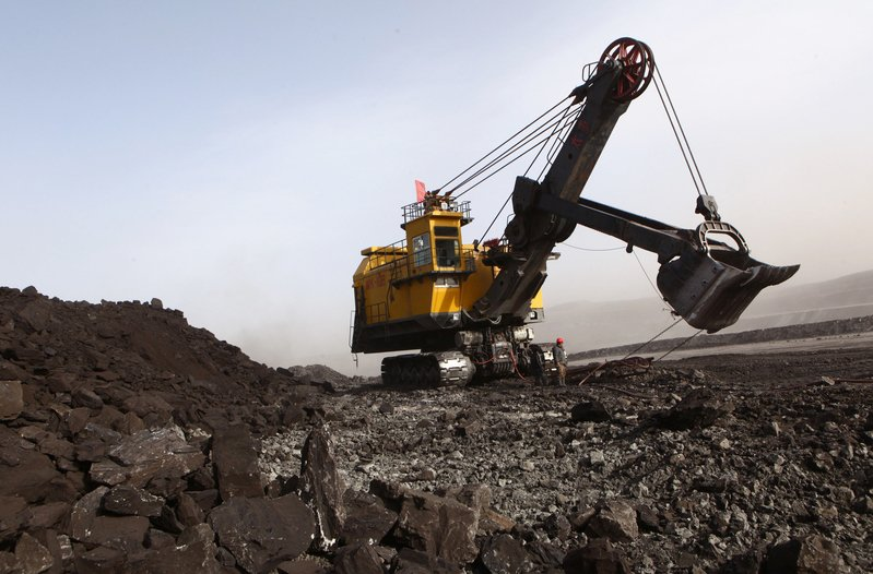 呼倫貝爾市巡察報告指,涉煤重點單位重要文檔「選擇性丟失」,而且地方腐敗叢生,屢爆重大死亡事故。圖為內蒙古一礦業區。(GOU YIGE/AFP/Getty Images)