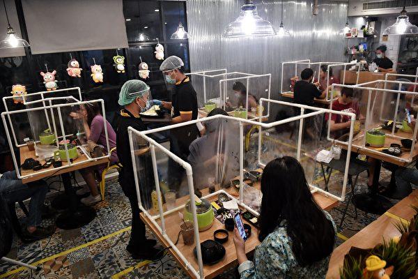 圖為泰國一家餐廳。(LILLIAN SUWANRUMPHA/AFP via Getty Images)