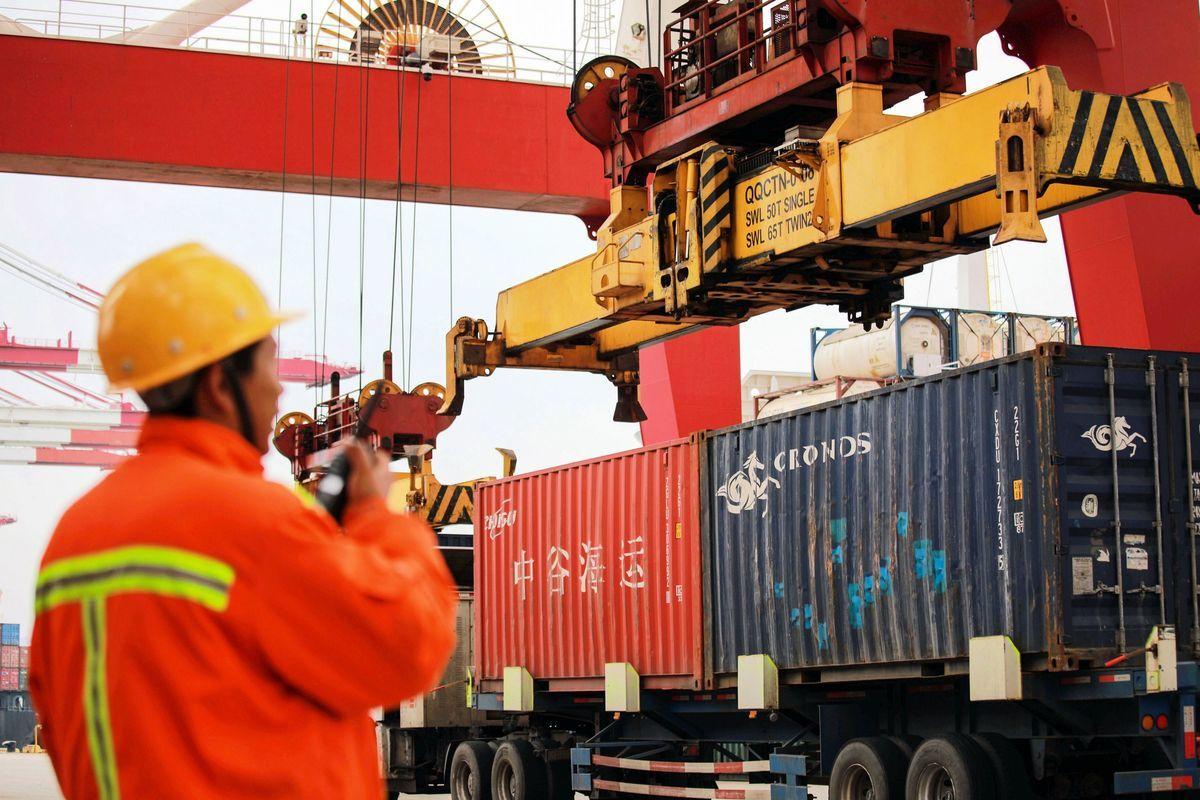 特朗普政府在5月10日提高了2000億美元中國出口產品的關稅,並將華為技術有限公司及其附屬公司列入黑名單。目前中美貿易談判陷入僵局。(STR/AFP/Getty Images)