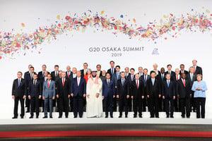 G20峰會揭幕 首腦大合照 習特握手致意
