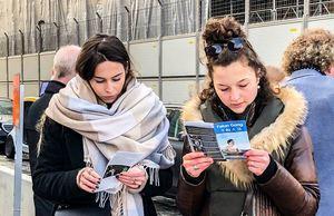 瑞典首都錢幣廣場 人們譴責中共迫害罪行