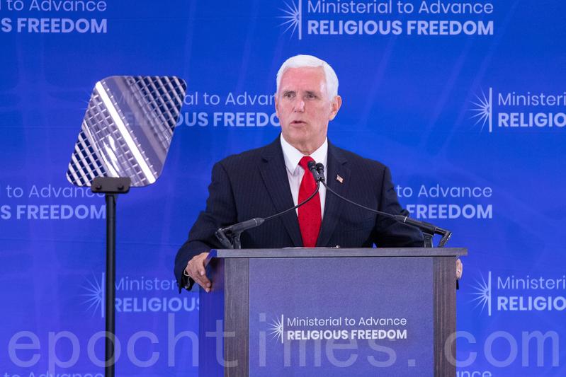 7月18日,美國副總統彭斯在宗教自由部長級會議上發言,批評中共迫害宗教自由,並表示美國人民會與中國人民站在一起。(林樂予/大紀元)
