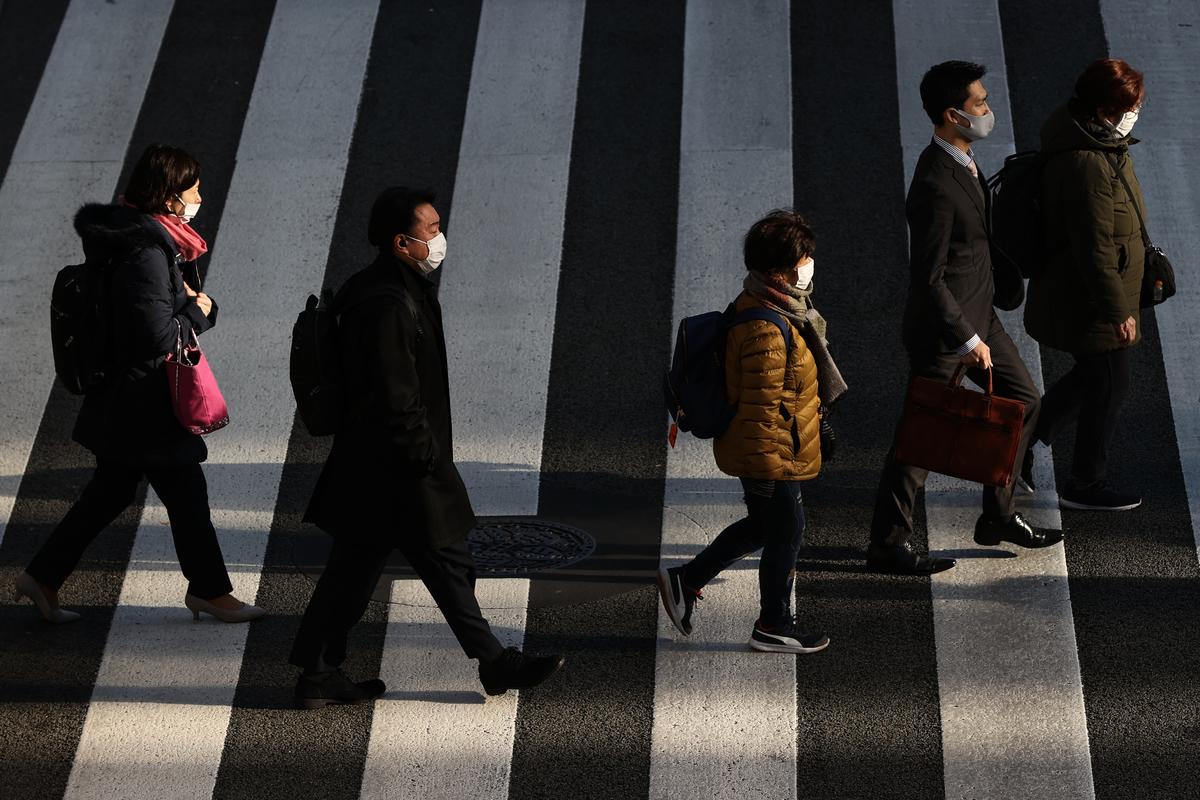 2021年1月8日,日本東京,街上大部份民眾戴著口罩。(Takashi Aoyama/Getty Images)