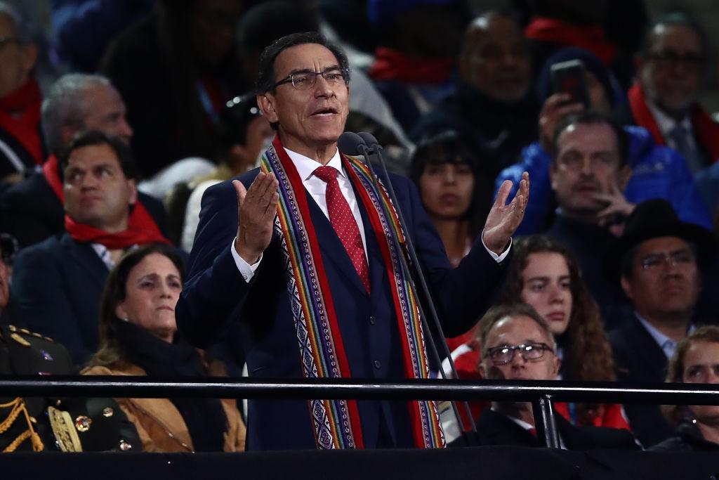 秘魯總統畢斯卡拉(Martin Vizcarra)在推特(Twitter)發文:「儘管採取必要措施避免將病毒帶回家,但我和妻子的中共病毒檢測都呈陽性,而且有症狀。」(Photo by Ezra Shaw/Getty Images)