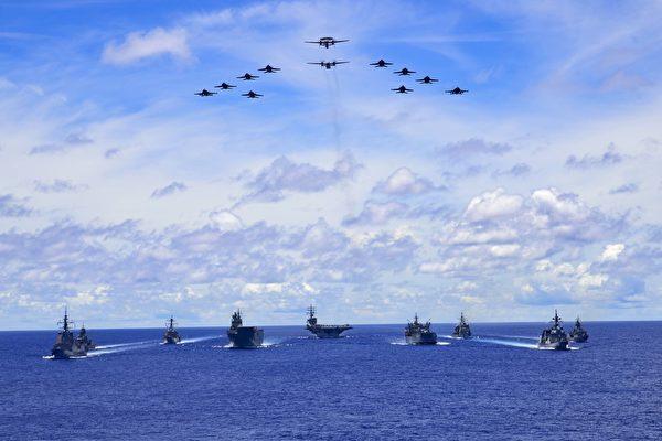 2020年7月19日,列根號(CVN 76)航母艦隊與日本海上自衛隊和澳洲海軍在菲律賓海聯合演練。(美國海軍)