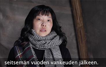 芬蘭一家電視台日前報道,當地華人長期被中共監視和騷擾。圖為節目中採訪的華人親歷者。(影片截圖)