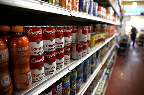 貨架上的罐頭。(Photo by Justin Sullivan/Getty Images)