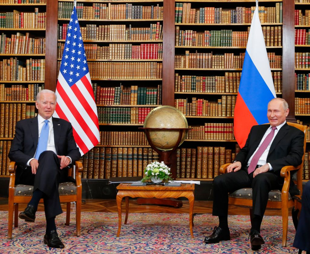 6月16日,美國總統拜登會晤了俄羅斯總統普京。(DENIS BALIBOUSE/POOL/AFP via Getty Images)