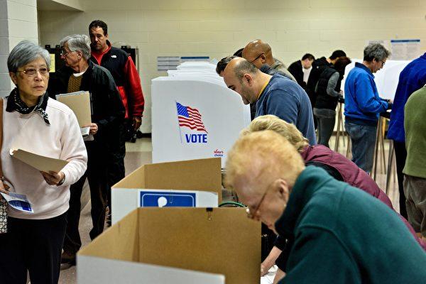 美國國家情報總監科茨(Dan Coats)12月21日表示,俄羅斯,中國和伊朗試圖干預美國2018年中期選舉期間,但沒有證據表明美國投票系統被攻破。(BRENDAN SMIALOWSKI/AFP/Getty Images)