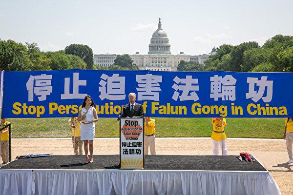 「法輪功之友」行政主任艾倫·阿德勒(Alan Adler)於2021年7月16日在華盛頓DC法輪功「7.20」反迫害集會上發言。(戴兵/大紀元)