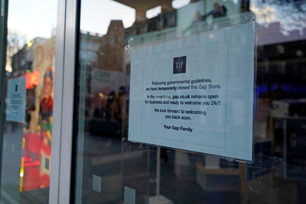 2020年12月20日,英國倫敦牛津街(Oxford street),一間商店因政府實施第四級防疫措施而暫時關閉。(NIKLAS HALLE'N/AFP via Getty Images)