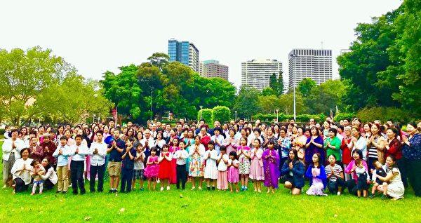 悉尼輪功學員向李洪志師父恭賀新年好。(明慧網)
