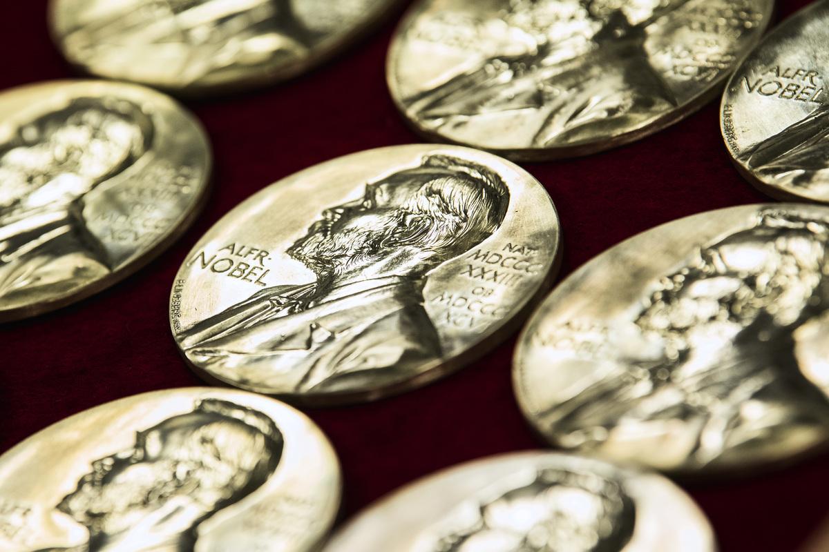 從10月5日起,將陸續公佈2020諾貝爾獎得主。圖為2019年的諾貝爾獎章。(Jonathan NACKSTRAND/AFP via Getty Images)