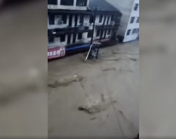 湖北隨州洪災柳林鎮危急 大水漲至二樓【影片】