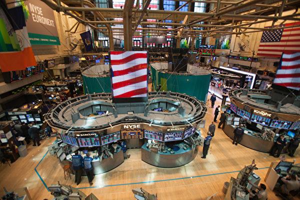 讓投資者緊張的2020年最大的灰天鵝事件是隨著中美貿易戰深入,美國或對中國實行資本管制。圖為紐約證券交易所。(Benjamin Chasteen/大紀元)