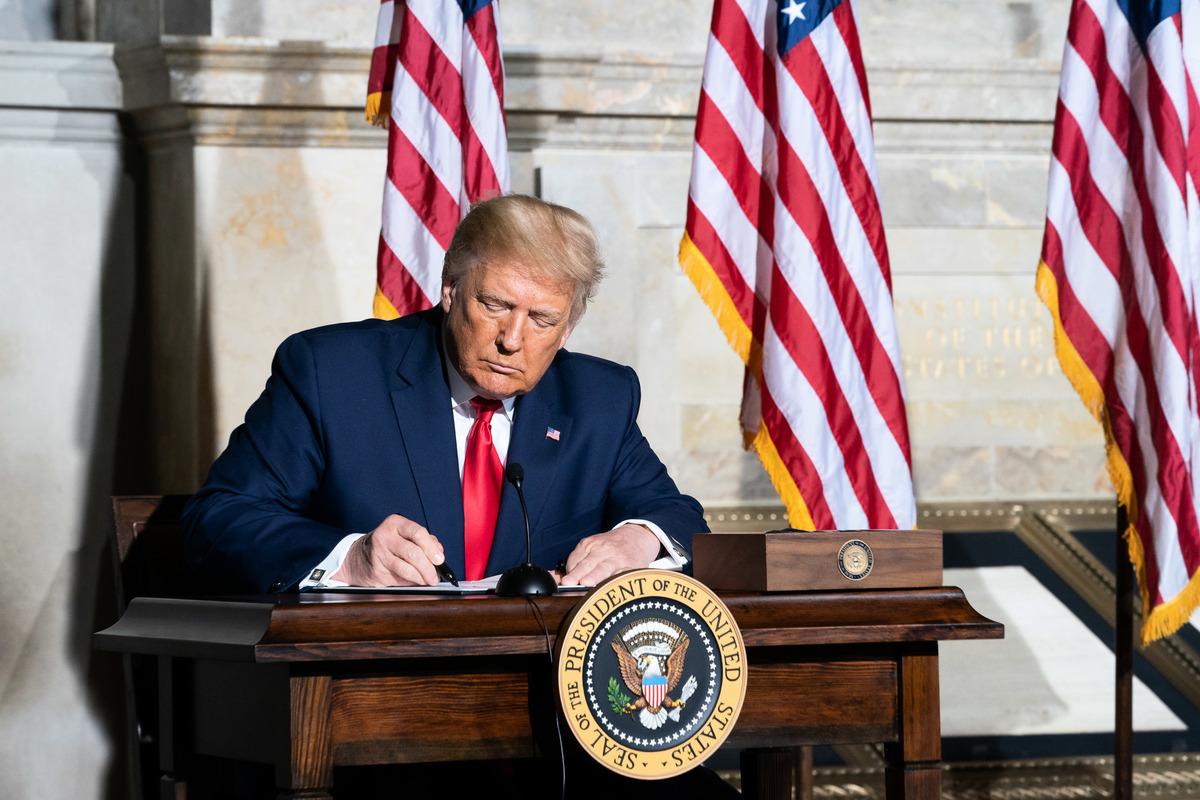 特朗普政府將採取更加深入廣泛的行動,對抗中共掠奪性和強制性的行徑,保護美國及其盟友的重要利益。圖為特朗普總統。(Getty Images)