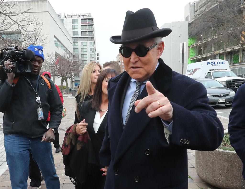 2020年2月20日,斯通抵達位於華盛頓DC的一間法庭,準備等待裁決結果。(Mark Wilson / Getty Images)