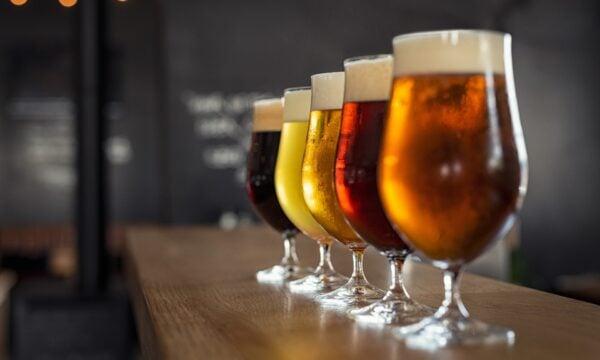 一種精釀啤酒利用多餘的沒賣完的麵包作為發酵底物。(Shutterstock)