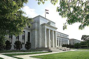 美聯儲:近零利率延至後年 GDP明年反彈5%