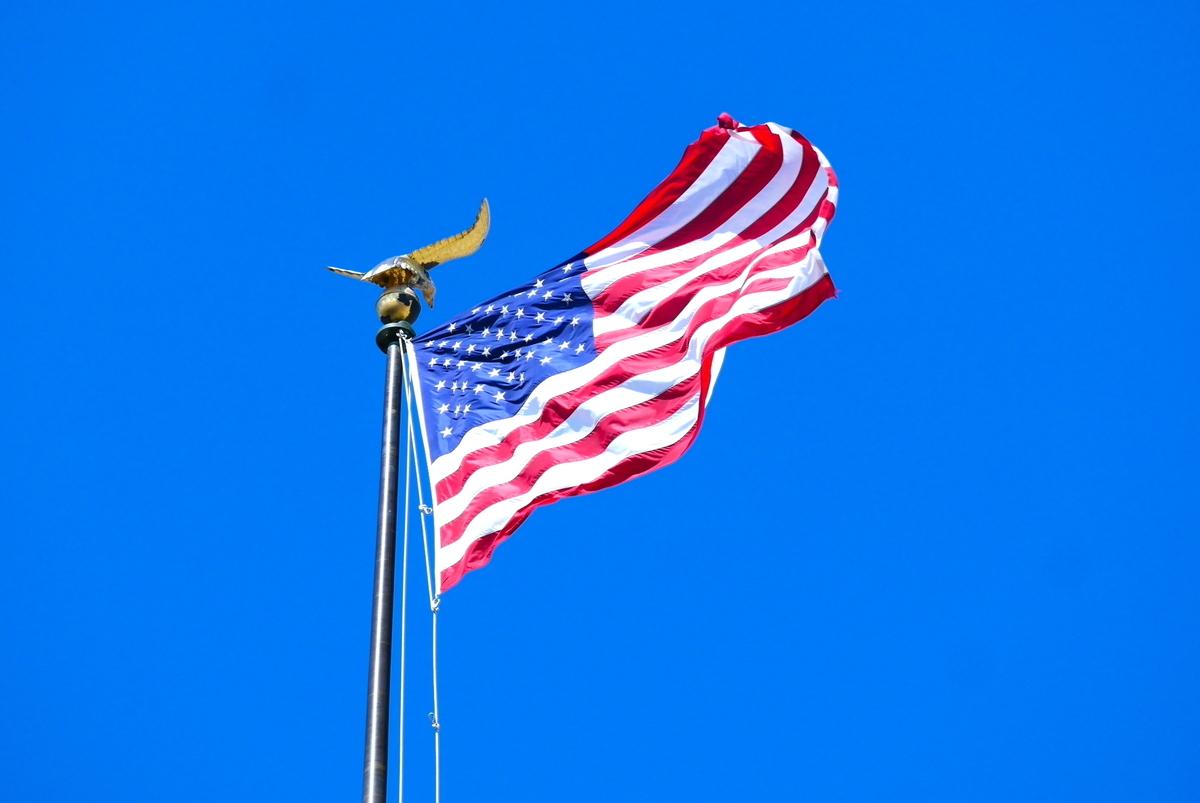 美國國務院大樓前的美國國旗。攝於2021年3月14日。(李辰/大紀元)
