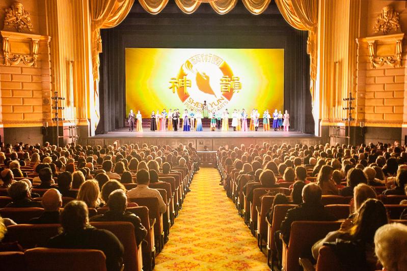 1月5日,神韻紐約藝術團在三藩市歌劇院的二場演出大爆滿。(周元融/大紀元)