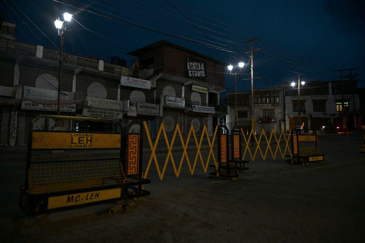 2020年6月28日,印度列城(Leh),封閉的市場。(TAUSEEF MUSTAFA/AFP via Getty Images)