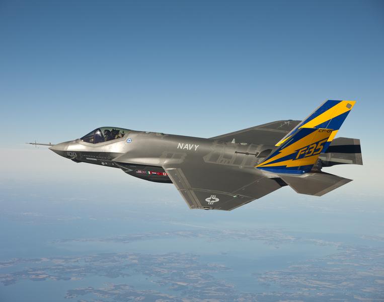 圖為美國國防武器承包製造商洛克希德‧馬丁公司,公佈的海軍用F-35戰機外型。(U.S. Navy/Lockheed Martin/Getty Images)