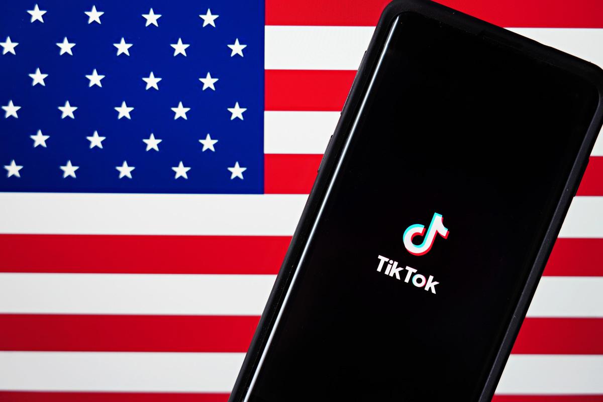 根據白宮文件,美國總統特朗普公佈的禁令,將讓TikTok從App Store下架,廣告商也無法在該平台上投放廣告,用戶也不得再下載或更新。(Cindy Ord/Getty Images)