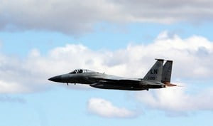 俄Su-27危險逼近美F-15戰機 驚險畫面曝光