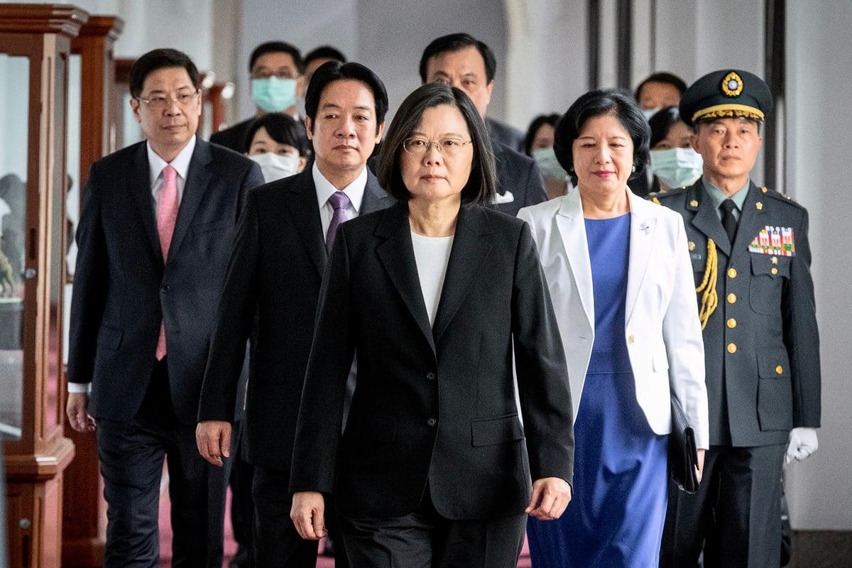 2020年9月22日,歐盟駐台灣代表處「歐洲經貿辦事處」主辦投資論壇,加深與台灣的貿易關係。圖為2020年5月20日,蔡英文抵達總統辦公室參加就職典禮。(Handout/Taiwan Presidential Office/AFP)