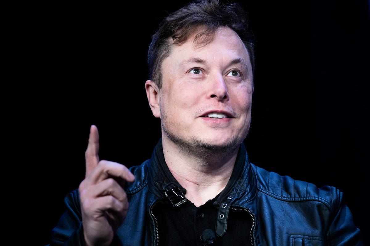 美國SpaceX公司行政總裁馬斯克(Elon Musk)在推特上自稱是外星人。圖為2020年3月9日,馬斯克在華盛頓特區的華盛頓會議中心(Washington Convention Center)發表演說。(BRENDAN SMIALOWSKI/AFP via Getty Images)