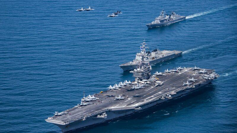 英國派來航母,至少給其他歐洲國家一種示範作用。美國兩艘航空母艦在南海地區,舉行海軍近年來最大規模的軍演。示意圖(Sean M. Castellano US Navy via Getty Images)
