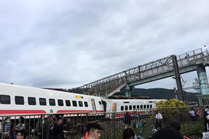台灣普悠瑪號列車出軌 18死175傷