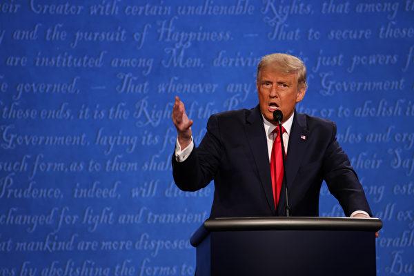 周四(10月22日),美東時間晚9點,美國大選最後一場總統辯論在納什維爾拉開帷幕。特朗普批社會主義醫保。(Justin Sullivan/Getty Images)