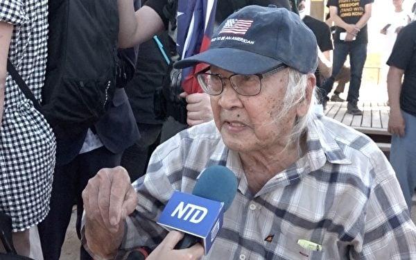 93歲高齡的印尼華僑馮國蔣認為揭露中共罪惡歷史是每個人的責任。(新唐人電視台提供)