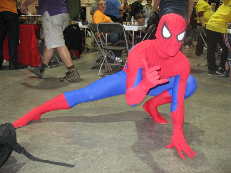 蜘蛛俠的招牌動作。(林採楓/大紀元)