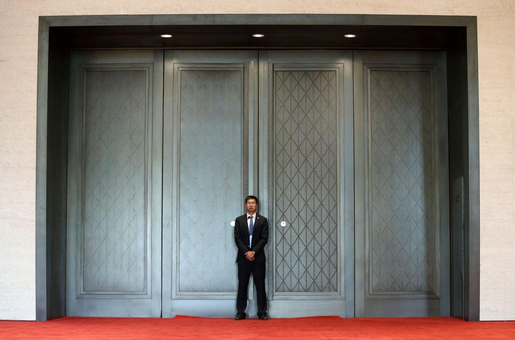 美國駐華大使館官方微博9月4日發文引述哈佛大學的研究報告,分析「某債權國」進行大量投資、「債務陷阱式外交」的真實目的。(Jason Lee/Getty Images)