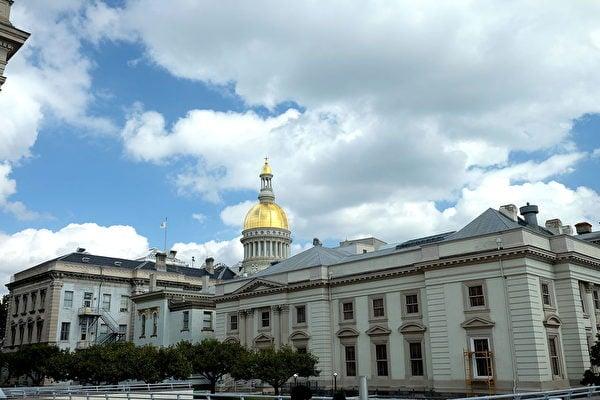 新澤西州政府計劃借貸近100億美元,以彌補因中共病毒大爆發造成的稅收損失。圖為新澤西州政府大廈。(維基百科公共領域)