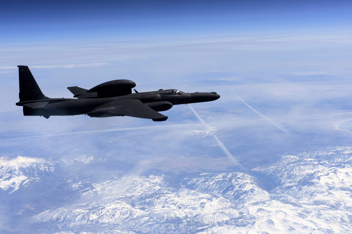 中共抗議美國U-2偵察機闖入其自稱的「軍隊實彈演習禁飛區」後,第二天(2020年8月26日)就朝南海發射兩枚中程導彈。圖為導彈飛行路徑。(推特擷圖)