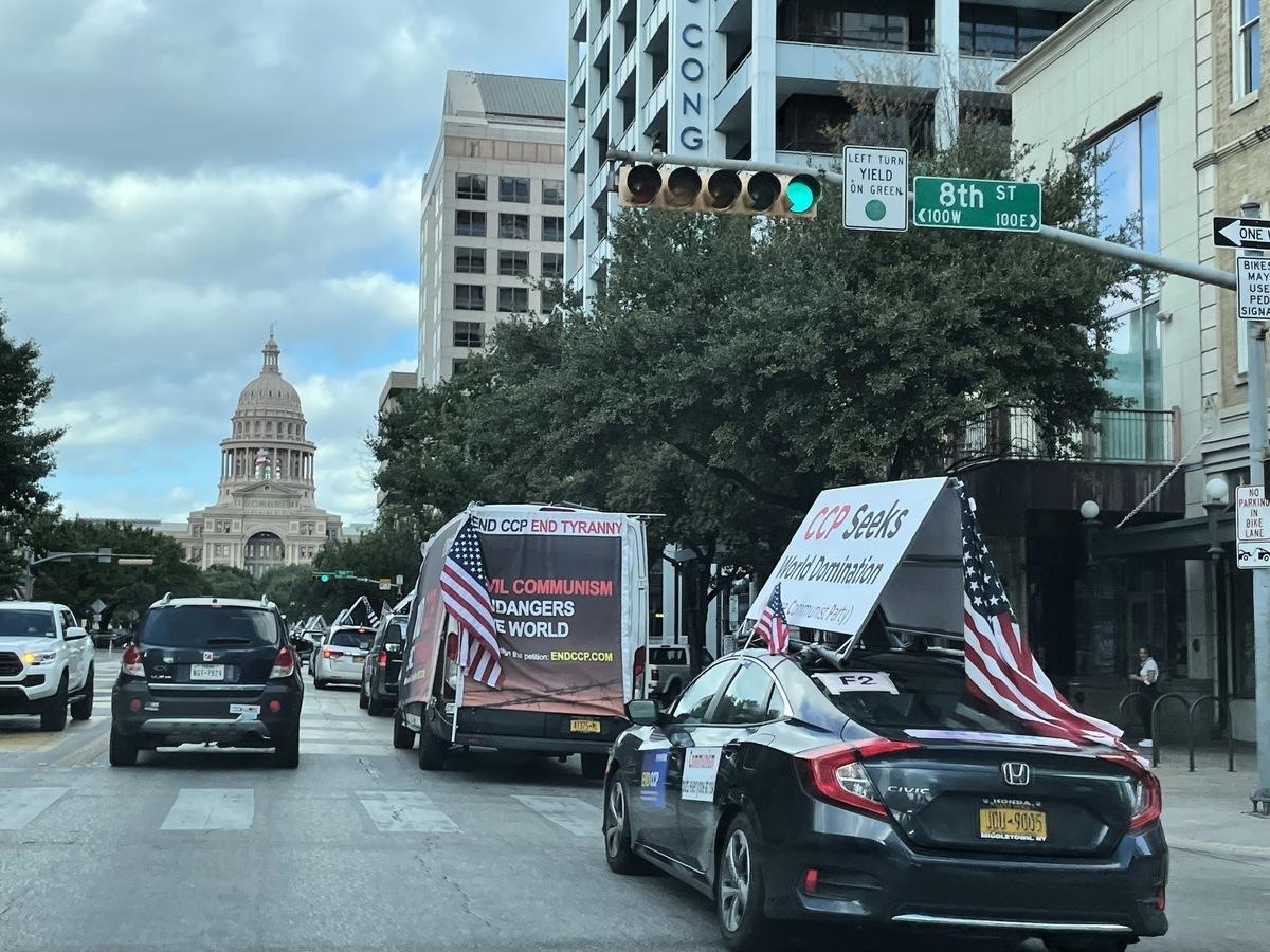 車隊行進在德州首府奧斯汀。(林丹/大紀元)