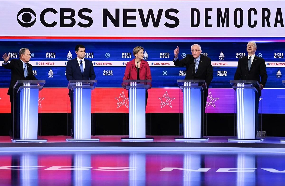 CBS因在報道中「張冠李戴」而公開致歉。圖為2020年2月25日,在南卡羅來納州查理斯頓的蓋拉德中心,由CBS新聞等主持的本年度民主黨總統候選人第十輪初選辯論現場。(JIM WATSON/AFP)