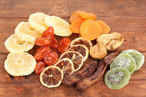 水果乾用來養生、作為中藥材使用,能夠比水果發揮更大的威力。還可煮湯和泡茶,用水果來補充營養、補給水份與暖和身體可一次達成。 (Shutterstock)