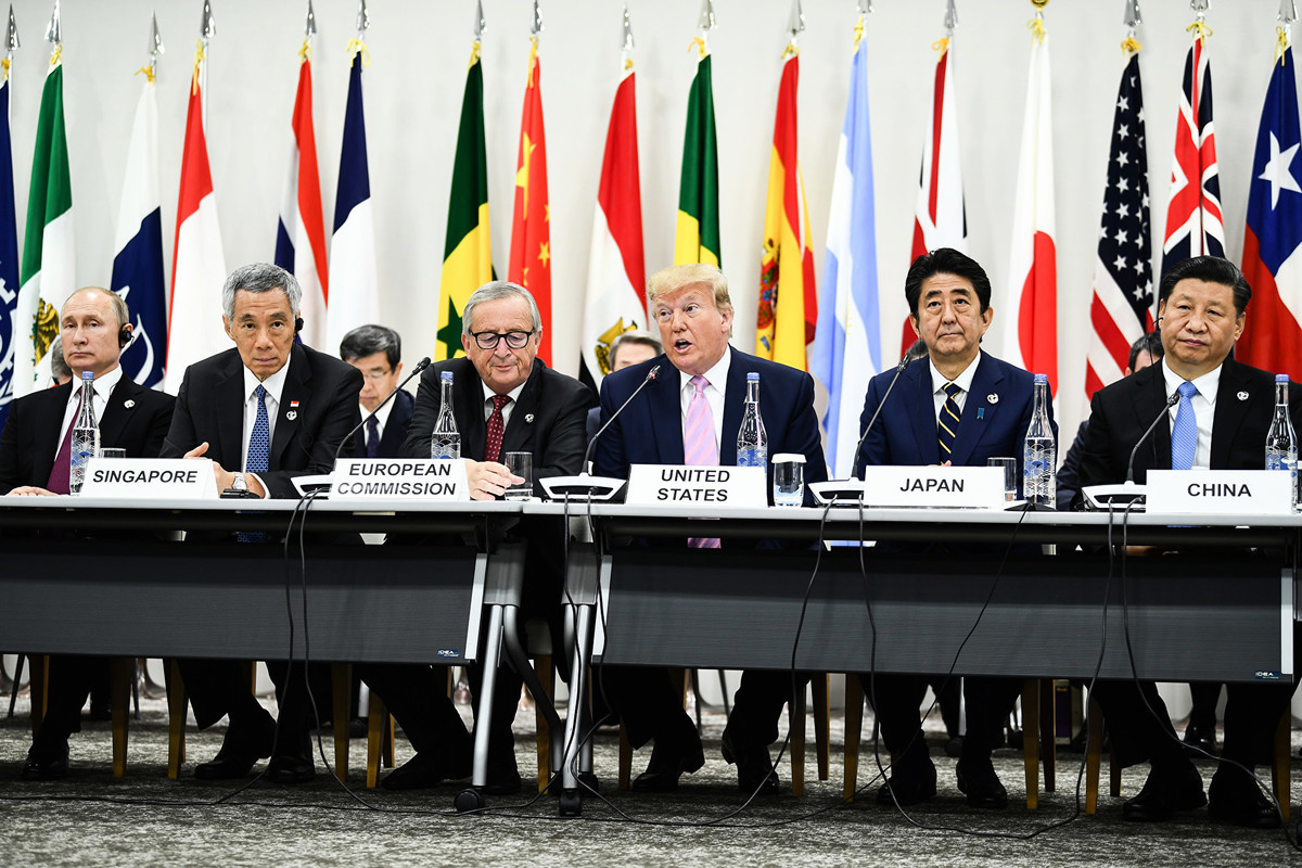 當地時間6月29日上午11點半,在日本大阪,美國總統特朗普將和中國國家主席習近平就中美貿易爭端進行會談,這場習特會備受各界關注。圖為習特在G20峰會上。(Brendan Smialowski / AFP)