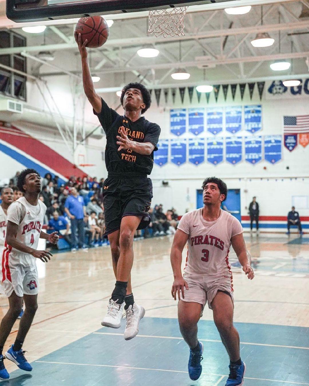 艾哈邁德(Ahmed Muhammad)在奧克蘭技術高中鬥牛犬男子籃球隊擔任控球后衛。(艾哈邁德提供)