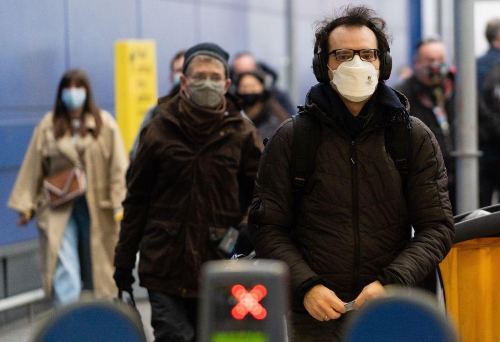 目前英國、法國、德國和比利時也在實施嚴格的關閉措施,以阻止中共病毒的擴散。圖為11月5日的倫敦街頭。(NIKLAS HALLE'N/AFP via Getty Images)