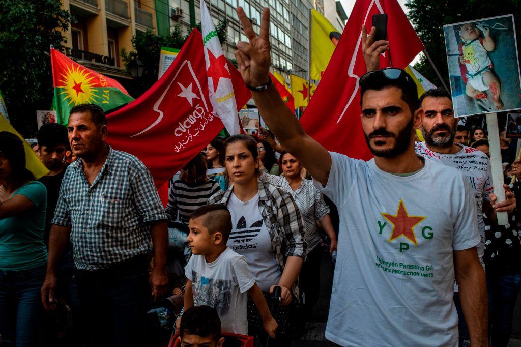 10月12日,雅典的庫爾德人到土耳其大使館抗議其入侵。(ANGELOS TZORTZINIS/AFP via Getty Images)
