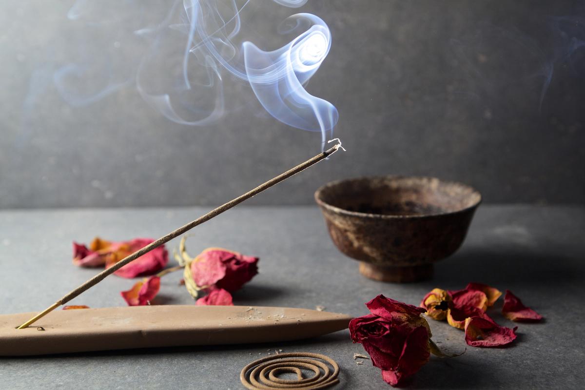 古時驚蟄日,人們會使用艾草薰家中屋裏四角,以香味驅趕害蟲。(Fotolia)